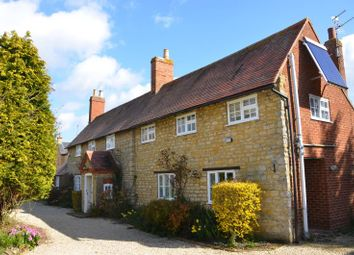 Thumbnail 4 bed cottage to rent in Deanshanger Road, Wicken, Bucks