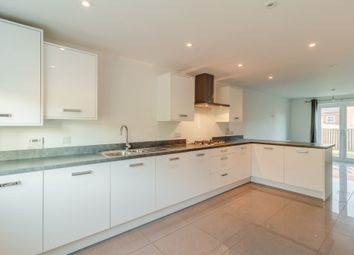 Thumbnail 6 bed detached house to rent in Avocet Road, Apsley, Hemel Hempstead, Hertfordshire