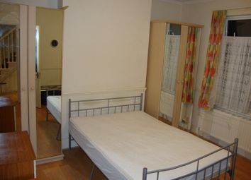 Thumbnail Room to rent in Rosslyn Crescent, Harrow, Middlesex