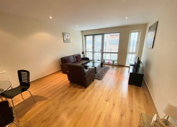 2 bed flat to rent in Haydon Place, Guildford GU1