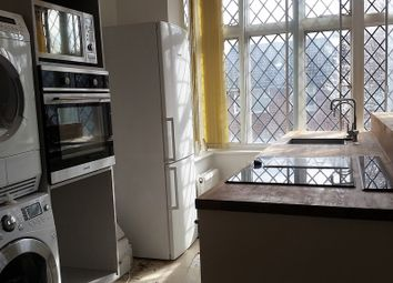 Thumbnail 3 bedroom flat to rent in Coombe Road, Croydon