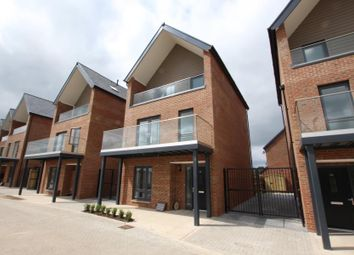 Thumbnail 4 bed detached house to rent in Reed Street, Woking