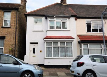 2 bed flat for sale in Oakleigh Avenue, Southend-On-Sea SS1