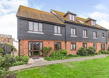 Strand Court, Strand Quay, Rye, East Sussex TN31. 2 bed flat for sale