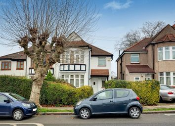 3 bed property for sale in Crescent Road, London N11