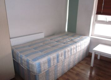 Thumbnail 1 bed flat to rent in Bideford Avenue, Perivale, Greenford