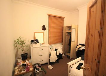 Thumbnail 3 bed flat to rent in Glyn Road, Homerton