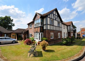 Thumbnail 1 bed flat for sale in Buckingham Terrace, Pegasus Court, Reading