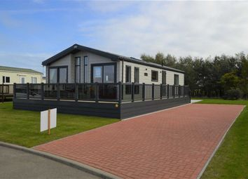 Thumbnail 2 bed mobile/park home for sale in The Lawns, Hornsea Lesiure Park, Hornsea, East Yorkshire