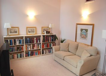 Thumbnail 1 bed flat to rent in Birchfield Street, Canary Wharf, London