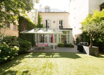 Thumbnail 5 bed villa for sale in Neuilly Sur Seine, Neuilly Sur Seine, France