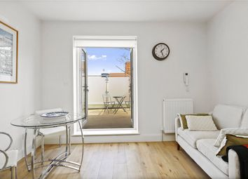 1 bed flat to rent in Collingbourne Road, London W12