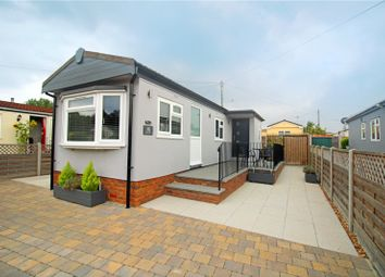 2 bed mobile/park home for sale in Kay Avenue, Meadowlands, Addlestone, Surrey KT15