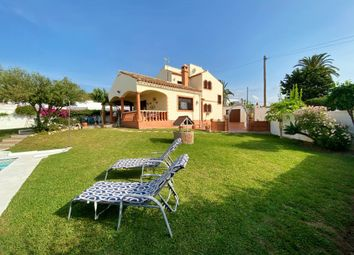 Thumbnail 3 bed villa for sale in Calle Del Aire, Estepona, Málaga, Andalusia, Spain