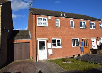 Thumbnail 2 bed property to rent in Avocet Way, Bicester