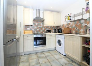 2 bed flat to rent in Trinity Lane, Cheshunt, Waltham Cross EN8
