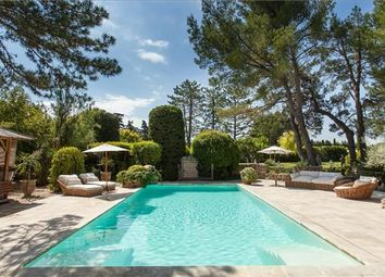 Thumbnail 8 bed farmhouse for sale in L'isle-Sur-La-Sorgue, France