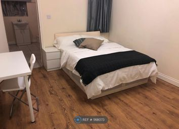 Room to rent in Farley Drive, London IG3
