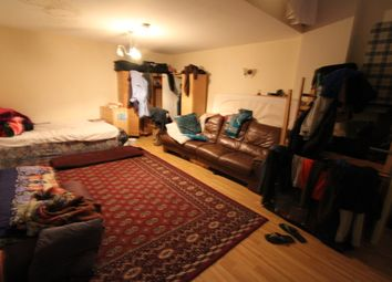 2 bed flat to rent in Ridley Road, London E8