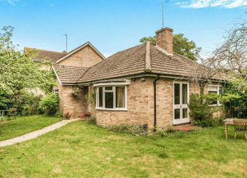 Thumbnail 2 bedroom detached bungalow for sale in St Johns Road, Mortimer Common, Reading
