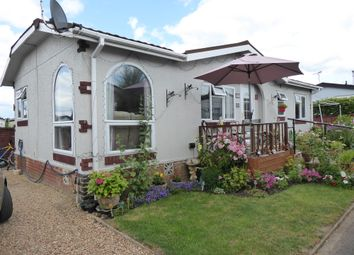 Surrey Hills Park, Guildford Road, Normandy, Guildford, Surrey GU3. 2 bed mobile/park home