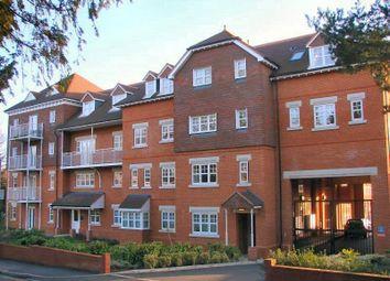 2 bed flat to rent in Heathside Road, Woking GU22