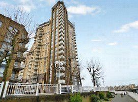 Thumbnail 1 bed flat to rent in Cascades Tower, Canary Wharf, London