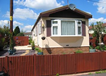 Thumbnail 1 bedroom mobile/park home for sale in Westhorpe Park, Marlow, Buckinghamshire
