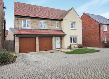 Thumbnail 6 bed detached house for sale in Kempton Close, Bicester