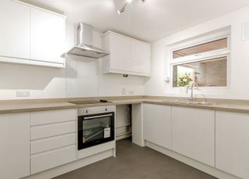 2 bed flat to rent in Chingford Avenue, London E4