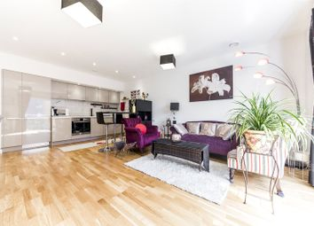 Falcondale Court, Lakeside Drive, London NW10. 3 bed flat