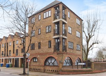 Thumbnail 1 bed flat for sale in Brunswick Quay, London