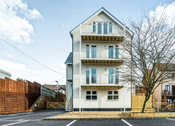 Thumbnail 2 bedroom flat for sale in West Wycombe Road, High Wycombe