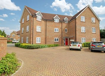 Thumbnail 2 bed flat for sale in Brookfield Close, Horsham