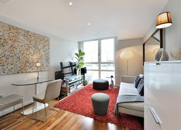 Thumbnail 1 bed flat to rent in Lamb's Passage, London