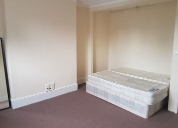 Thumbnail 4 bed shared accommodation to rent in Second Avenue, London