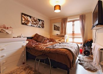 2 bed flat for sale in Amhurst Road, Hackney E8