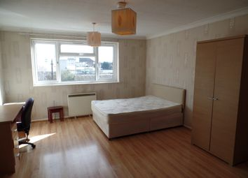 Thumbnail Studio to rent in Pear Trees, Trout Road, West Drayton