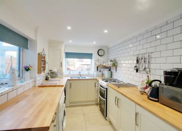 3 bed terraced house for sale in Avenue Road, Wellingborough NN8