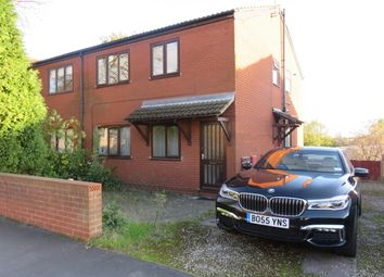 2 bed flat to rent in Park Road, Lenton NG7