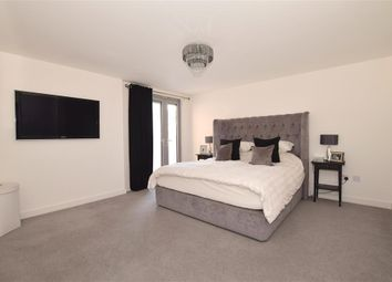 2 bed flat for sale in Station Lane, Hornchurch, Essex RM12