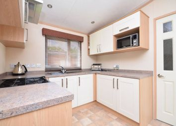 2 bed mobile/park home for sale in Woodland View, Farley Green, Guildford GU5