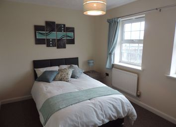 Thumbnail Room to rent in Rm5, Lakeview Way, Hampton, Peterborough.