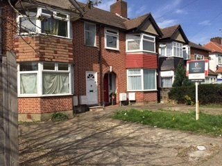 Thumbnail 2 bed flat to rent in Hillcross Avenue, Morden