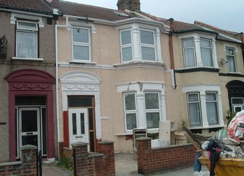 Thumbnail 5 Bed Terraced House To Rent In Henley Road Ilford