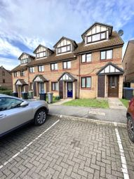 2 bed maisonette to rent in Viewfield Close, Kenton, Harrow HA3