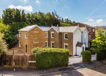 Old Station Approach, Randalls Road, Leatherhead KT22. 2 bed flat
