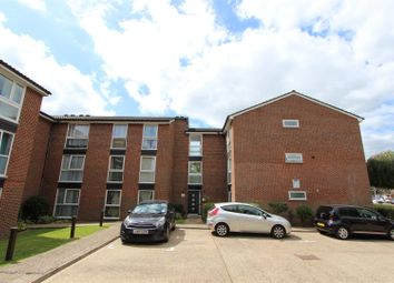 Aylsham Drive, Uxbridge UB10. 2 bed flat