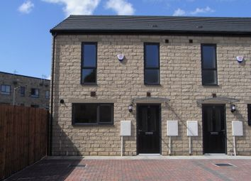 3 Bedrooms Town house to rent in Red Holt Drive, Keighley BD21
