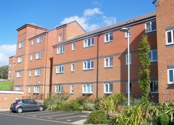 Thumbnail 2 bed flat to rent in Palmerston Avenue, Wilnecote, Tamworth